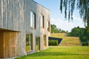 Case moderne cu acoperis verde. Polonia