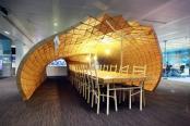 Pavilion construit din cutii de carton