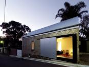 Constructie industriala transformata in casa ecologica