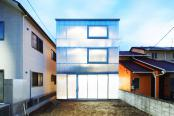 Casa translucida ce straluceste dupa apunerea soarelui