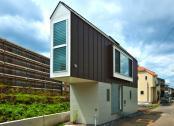 O casa mica construita pe un sit de 52 metri patrati