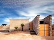 Pestera, o vila construita din pamant batatorit