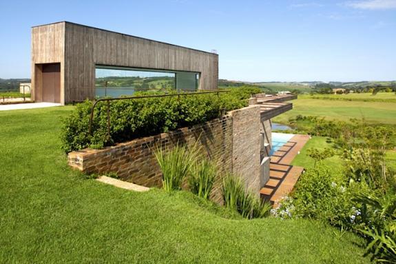 Casa din Brazilia cu acoperis verde