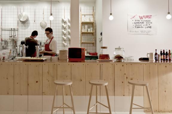 Restaurantul Bestie celebreaza materialele si detaliile simple