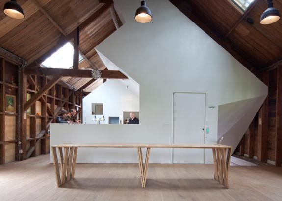 Un vechi depozit de arme din lemn transformat in galerie de arta
