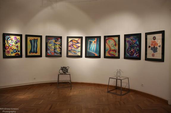 """A avut loc vernisajul Expoziţiei de arte plastice """"Geometrii lirice"""" - Voicu Dragomir"""