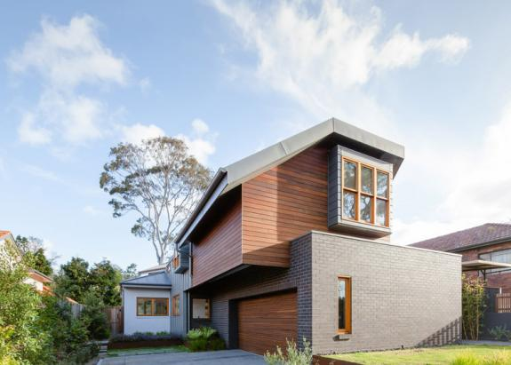 O casa din Sydney care reinterpreteaza acoperisul traditional olandez