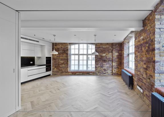 Doua depozite din Londra convertite in apartamente